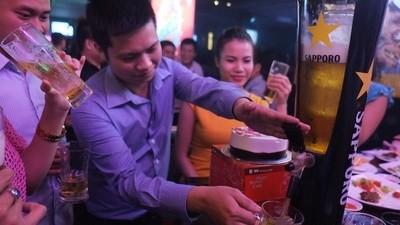 En Vietnam hay un problema de alcoholismo y la cantidad de bares no ayudan en nada