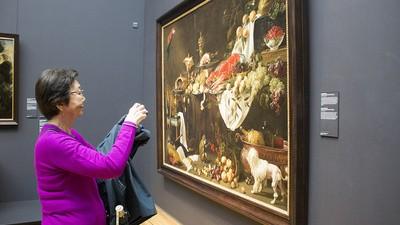 Waarom maken mensen in godsnaam foto's van schilderijen?