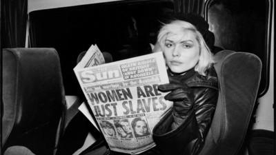 Chris Stein habla sobre sus fotos de Debbie Harry