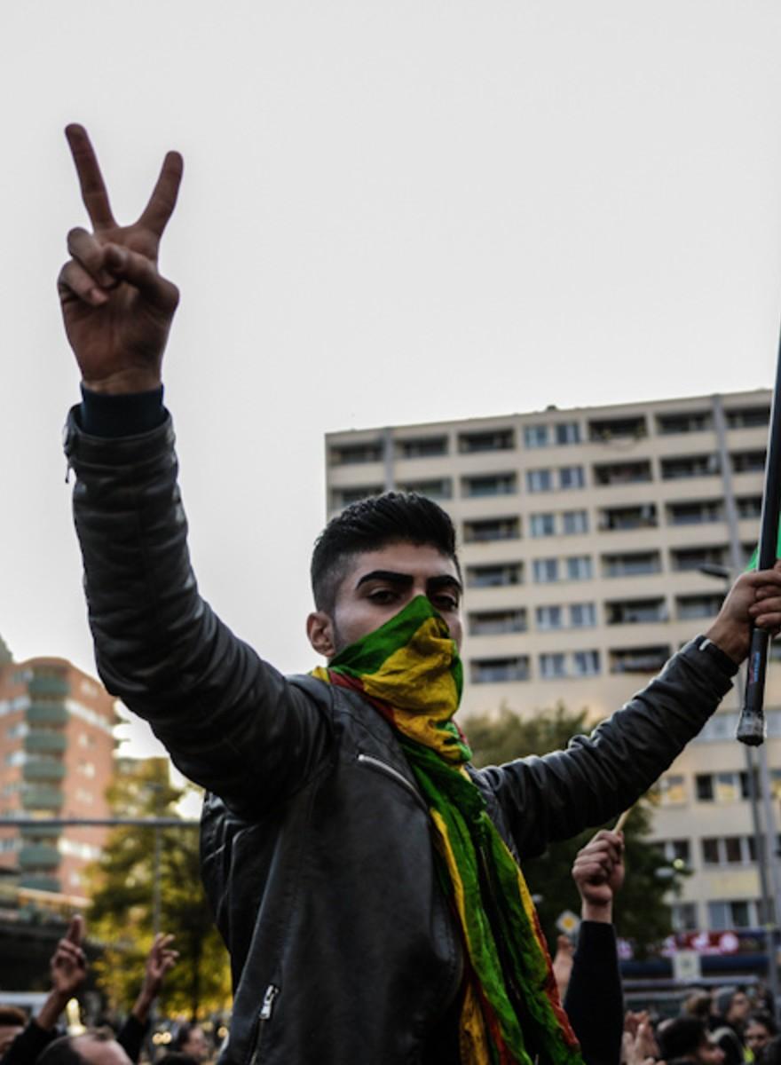 """""""Wo waren die Deutschen in Srebrenica?""""—Kurden fordern Hilfe für Kobane"""