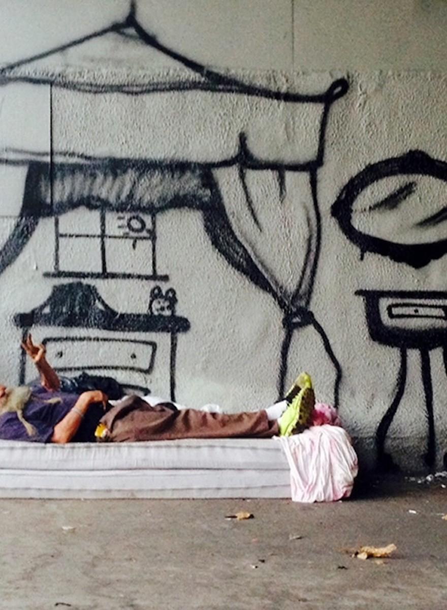 Dieser Graffiti-Künstler integriert Obdachlose in seine Bilder