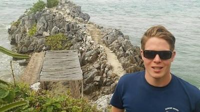 Este chico busca a una mujer con el mismo nombre que su ex para viajar por todo el mundo