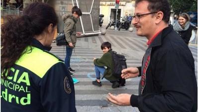 Hablamos con Puño, el ilustrador que detuvieron por pintar con tizas en una plaza