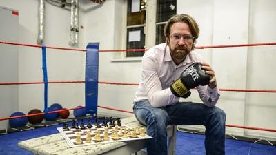 Burnout und Aktionskunst—die Entstehung des Schachboxens