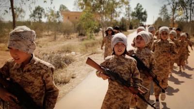 Deze video van IS laat de scholen zien waar kinderen leren doden