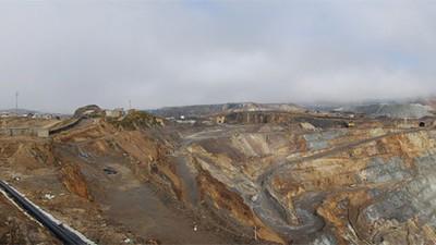 Una mina gigante se está tragando a un pueblo en Perú