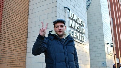 This Former Far-Right Street Gang Member Is Touring Britain, Apologising to Muslims