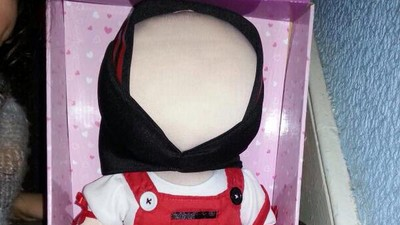 A Woman in Britain Is Making Faceless 'Islamic Dolls'