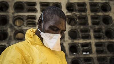Ebola: Ein Tag im Leben eines Chlor-Sprayers