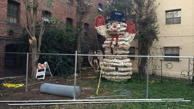 Fotos de Decorações de Natal em Lugares Deprimentes