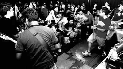 Ondanks een fatwa op metal gaat deze Maleisische metalclub vrolijk door