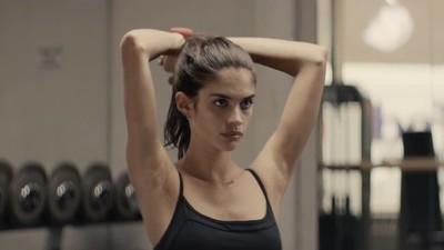 Põe-te em forma com a Sara Sampaio