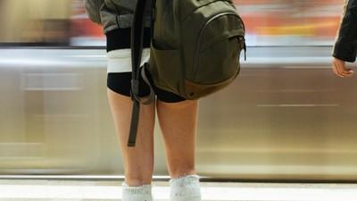 Numai presa are probleme cu oamenii-n chiloţi la metrou