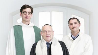 Treffen sich ein Rabbi, ein Priester und ein Imam …