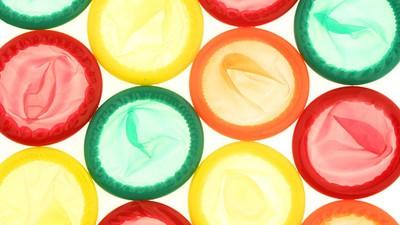 Gaan condooms verplicht worden in de porno-industrie?