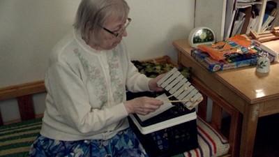 Esta abuela islandesa ha publicado más discos que Giorgio Moroder y tiene como fan a Björk