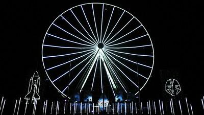 Projection Mapping auf einem Riesenrad sieht so aus
