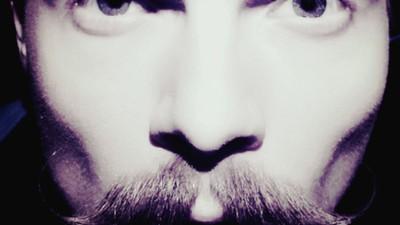 Piniak: Buty z wąsem