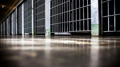 Waarom hebben vrouwelijke gevangenisbewakers seks met gevangenen?