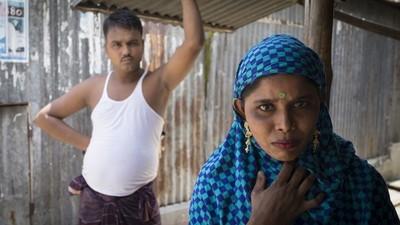 Atrapadas entre las drogas y la esclavitud: la terrible vida de las trabajadoras sexuales del mayor burdel de Bangladesh