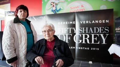 """Wir haben uns """"Fifty Shades of Grey"""" mit zwei alten Damen angesehen"""