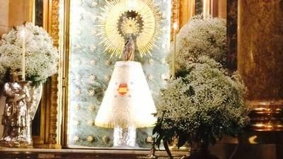 Zaragoza: los nostálgicos franquistas convierten a la Virgen del Pilar en una de los suyos