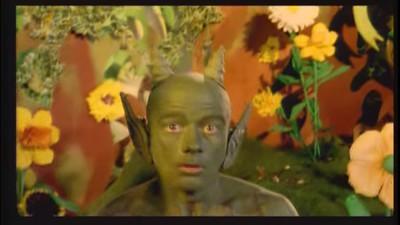Bienvenido al extraño y confuso mundo de los videoclips de música ravera de los 90