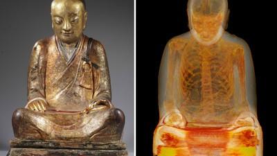Die Mumie eines Mönchs versteckt sich in einer Buddha-Statue