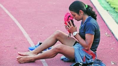 Чемпионка-спринтер после своей триумфальной победы вынуждена доказывать, что она женщина