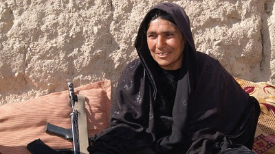 Afghanistans einzige Polizeichefin knöpft sich die Taliban vor