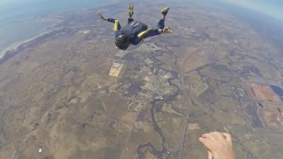 Nach epileptischem Anfall: Fallschirmspringer rettet Schüler im freien Fall das Leben