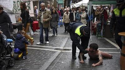 Abel Azcona, detenido desnudo por defender los derechos de los estudiantes de Pamplona