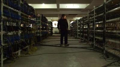 La vie dans une mine secrète de Bitcoins