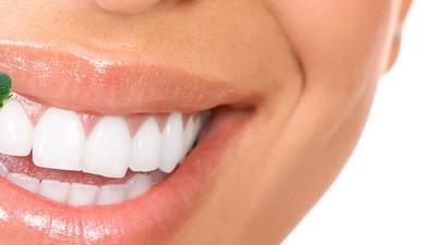 Wat is er precies ongemakkelijk aan broccoli tussen je tanden?