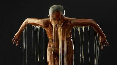 Dieser Fotograf taucht seine Motive in Honig