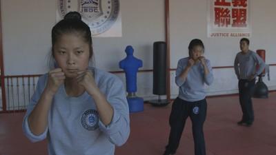 Hier worden vrouwelijke Chinese vechtmachines opgeleid