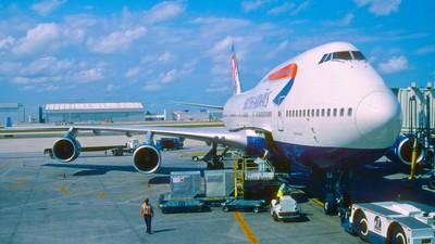 Jemand hat so dermaßen in eine British-Airways-Maschine geschissen, dass sie umdrehen musste