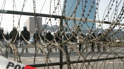 Knapp daneben in 140 Zeichen: Messerscharfe #Blockupy-Analysen im Twitter-Format