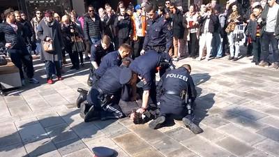 Die gewalttätigen Aktionen der Wiener Polizei hören nicht auf