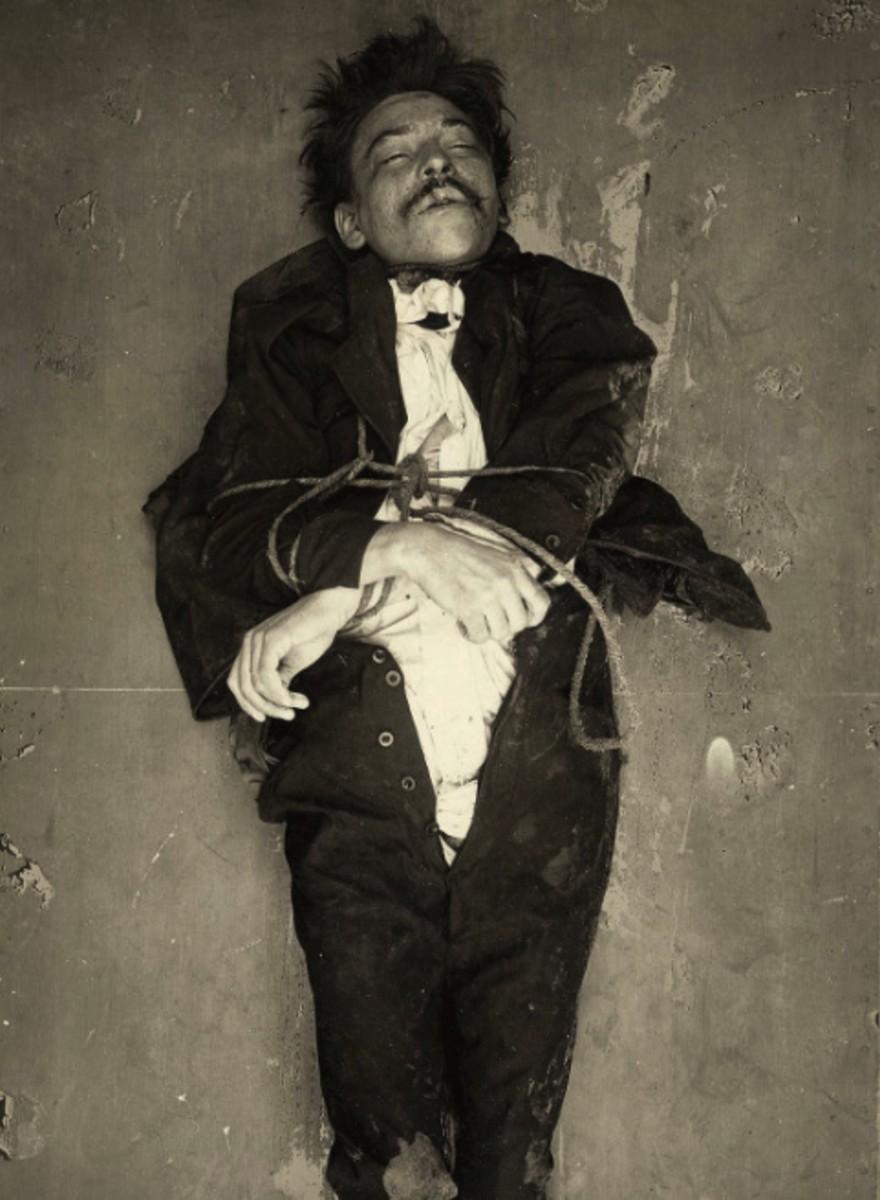 Foto di crimine e morte dagli archivi della polizia di Parigi