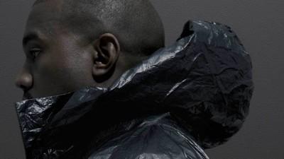 Kanye West se v lookbooku pro novou kolekci Adidas snaží provokovat