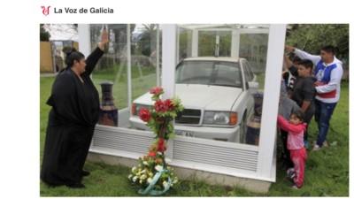 Entramos en el mausoleo gitano del Mercedes blanco de Ferrol