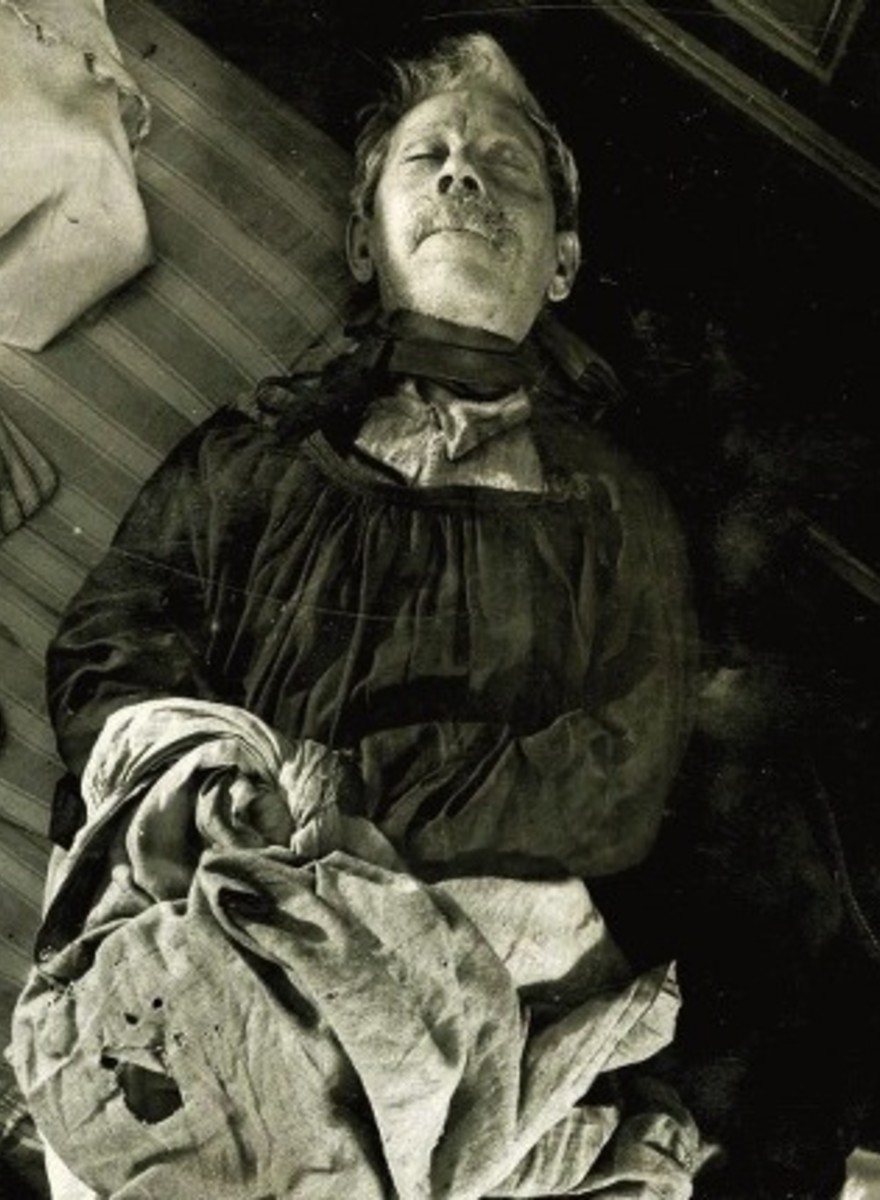 Acid, Passion, and Dried Blood: Photos from Murder Scenes in Turn-of-the-Century Paris