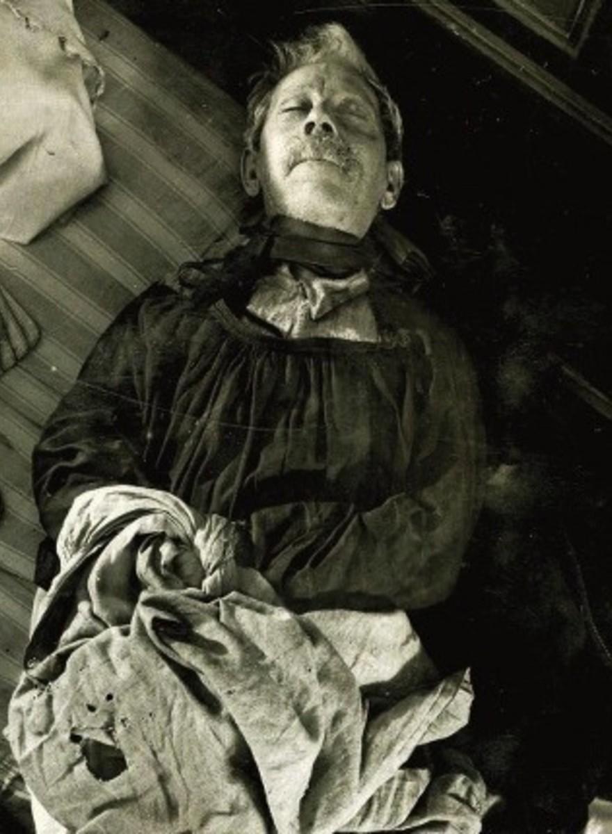 Säure, Leidenschaft und getrocknetes Blut: Pariser Tatortfotos der Jahrhundertwende