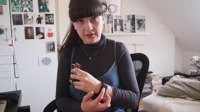 Ik testte een armband die schokken geeft bij slecht gedrag
