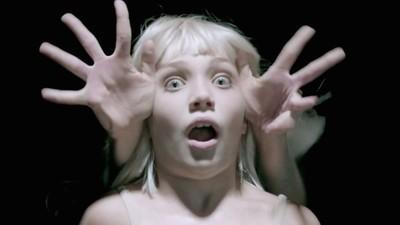 Sia lança o terceiro vídeo protagonizado por Maddie Ziegler