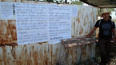 Padres de los normalistas desaparecidos piden ayuda al líder de Los Rojos para encontrar a sus hijos