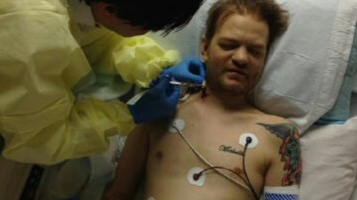 After Nearly Dying, Deryck Whibley of Sum-41 Is Choosing Pleasure Over Pain