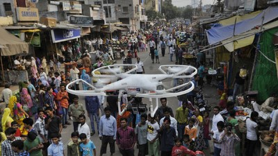 De Indiase politie gaat pepperspray spuitende drones inzetten