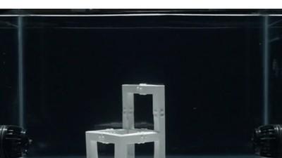 Dieser Stuhl baut sich mit Hilfe von Wasserkraft selbst zusammen
